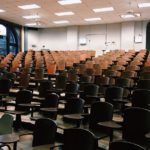 Aumenta l'abbandono scolastico e rallenta la risalita