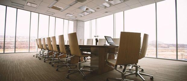 occupazione dei laureati. Immagine di un ufficio vuoto